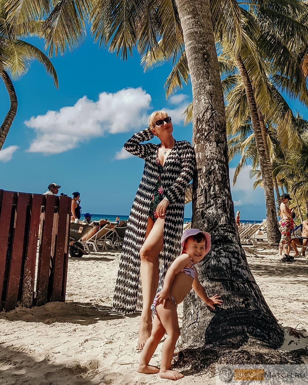 дети у моря в отпуске